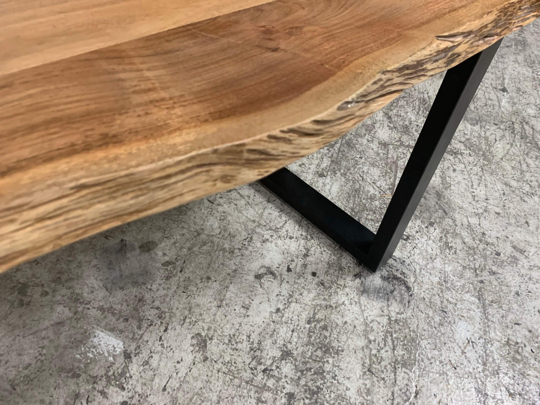 Akazie Tischplatte mit Naturbaumkante