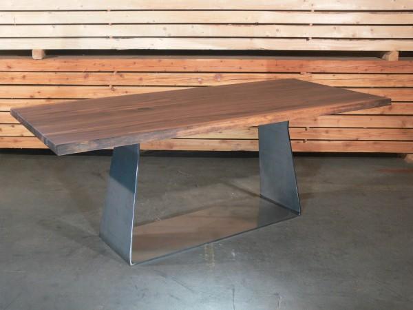 Nussbaum 4cm massiv mit Naturbaumkante, Gestell U-Rack