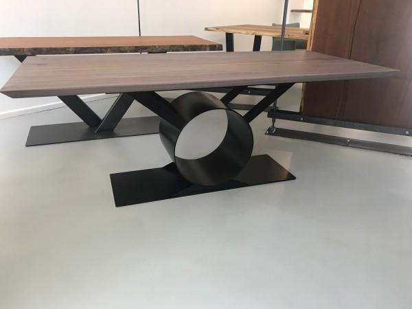 Nussbaum 4cm massiv mit Schweizer Kante, Gestell Orbit